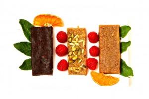 Da esquerda para a direita: Brownie de chocolate / Sementes / Tâmaras e amêndoa (receita base)