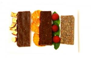 Da esquerda para direita: Maçã e canela / Chocolate, côco e laranja / Abacaxi e sementes de chia